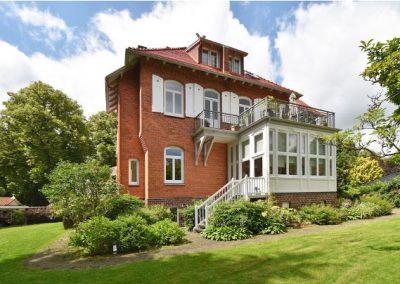 AUMÜHLE – Geräumige, exklusive Gartengeschosswohnung