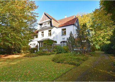 Charmante 3-Zi.-Wohnung in herrschaftlicher Villa